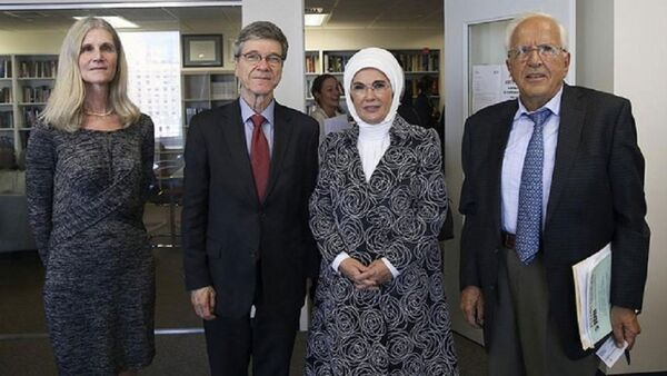 Emine Erdoğan, ekonomi profesörü Sachs ile 'atık yönetimini' görüştü - Sputnik Türkiye