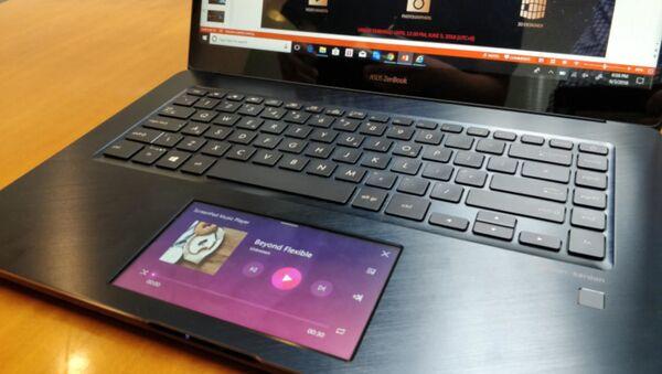 Mouse Pad'inde dokunmatik ekran olan ilk laptop tanıtıldı - Sputnik Türkiye