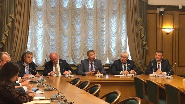 Rus Parlamentosu'nun alt kanadı Duma Rusya ve Türkiye konulu yuvarlak masası - Sputnik Türkiye