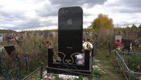 Rusya'da şaşkına çeviren iPhone şeklinde mezar taşı - Sputnik Türkiye