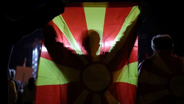 Makedonya'daki referandumun boykot edilmesi taraftarı olan göstericiler, yeterli katılımın sağlanamamasını kutluyor - Sputnik Türkiye