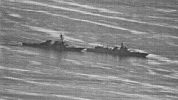 Çin savaş gemisinin ABD savaş gemisine önleme yapmasına ait görüntüler yayınlandı - Sputnik Türkiye