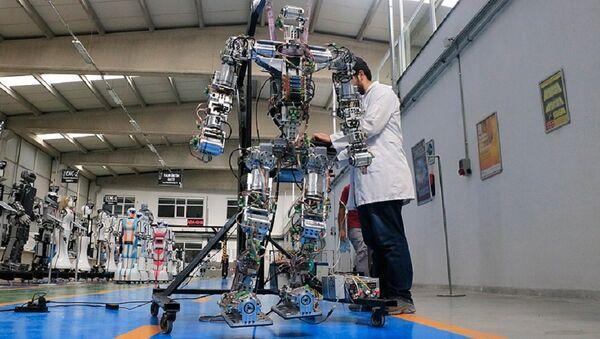 Adım atan robot 'Akıncı-4' - Sputnik Türkiye