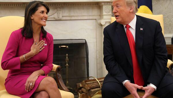 Beyaz Saray'daki Oval Ofis'te Trump Haley'in istifasıyla ilgili açıklama yaptı. - Sputnik Türkiye