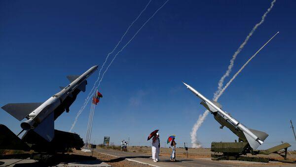 2017 Uluslararası Ordu Oyunları kapsamında Göğün Anahtarları yarışmasında S-300'lerden füze ateşleme gösterisi - Sputnik Türkiye