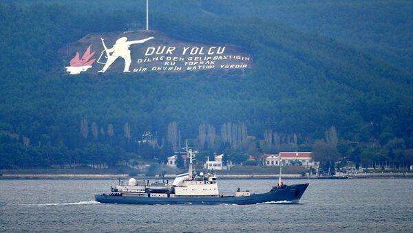 Rus donanmasına ait RFS Kildin isimli askeri destroyer gemi, Çanakkale Boğazı'ndan geçti. - Sputnik Türkiye