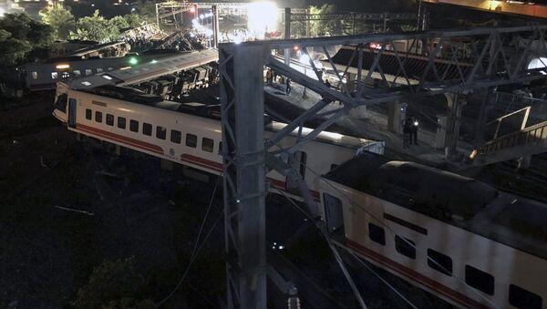 Tayvan'da yolcu treni raydan çıktı - Sputnik Türkiye