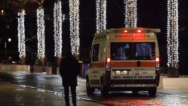 An ambulance arrives with injured at the Antonio Perrino hospital in Brindisi, southern Italy - Sputnik Türkiye