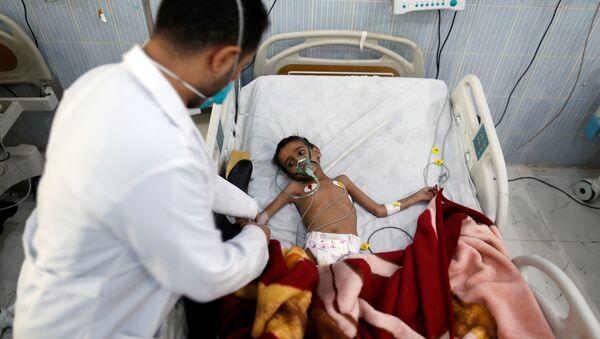 Yemen'de tedavi gören bir çocuk - Sputnik Türkiye