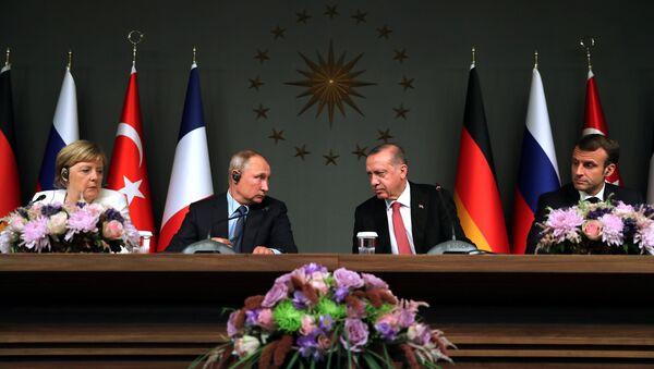 Rusya Devlet Başkanı Vladimir Putin, Cumhurbaşkanı Recep Tayyip Erdoğan, Almanya Başbakanı Angela Merkel ve Fransa Cumhurbaşkanı Emmanuel Macron - Sputnik Türkiye