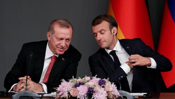 Türkiye Cumhurbaşkanı Recep Tayyip Erdoğan ve Fransa Cumhurbaşkanı Emmanuel Macron - Sputnik Türkiye