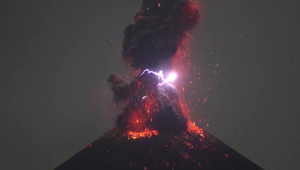Krakatau Yanardağı - Sputnik Türkiye