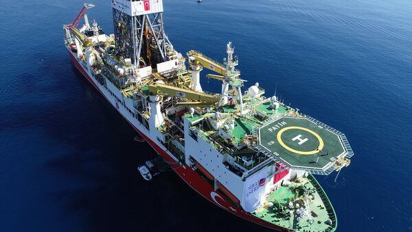 Türkiye'nin ilk sondaj gemisi Fatih - Sputnik Türkiye
