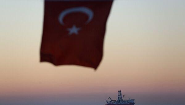 Fatih sondaj gemisi, Türk bayrağı - Sputnik Türkiye