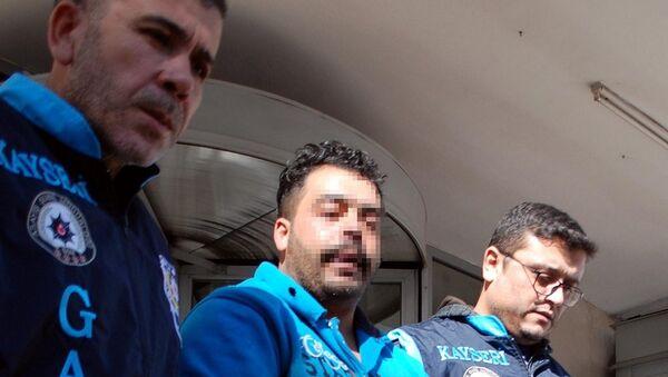 Tanju Ç. ve kardeşi Y.Ç. - Sputnik Türkiye