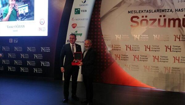 Yavuz Oğhan'dan Bidebunudinle'ye Ödül - Sputnik Türkiye