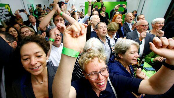 28 Ekim 2018'de Almanya'nın Hessen eyaleti referandumu ve seçimlerinin sonuçları belli olmaya başlarken - Sputnik Türkiye