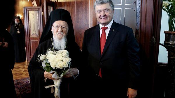 Ukrayna Devlet Başkanı Petro Poroşenko, İstanbul Fener Rum Patrikhanesi'ni ziyaret edip Patrik Bartholomeos tarafından kabul edildi. - Sputnik Türkiye