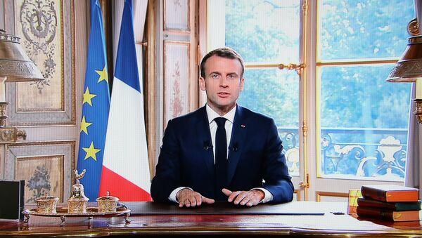 Macron bu kararın Fransa halkına, geleceğine ve değerlerine duyulan güvenin bir işareti olduğunu söyledi. - Sputnik Türkiye