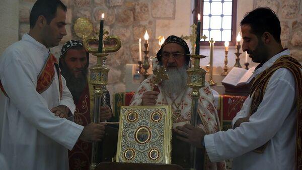 Papazı Gabriel Aktaş'ın Süryanilerin 'Horoyo' dediği göreve getirildiği ayin - Sputnik Türkiye