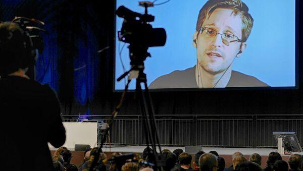 Edward Snowden, 'OH! - Orenstein Hoshen Media and Strategy' şirketi tarafından düzenlenen konferansta Mossad'ın eski başkan yardımcısı Ram Ben Barak ve diğer katılımcıların sorularını yanıtladı. - Sputnik Türkiye