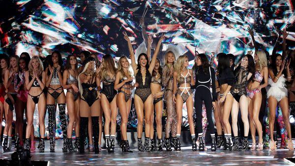 New York'taki Victoria's Secret Şovu'ndan bir kare.  - Sputnik Türkiye