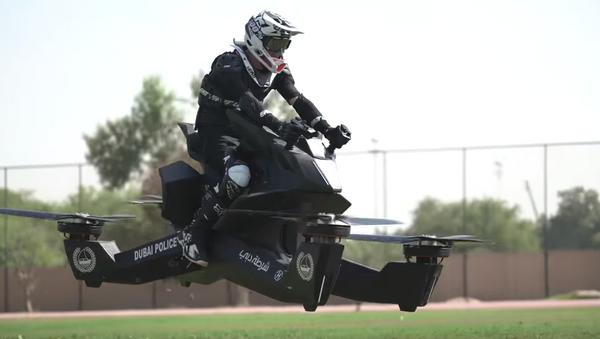 Dubai polisi, uçan motosikletli birim için harekete geçti: 2020 yılında aktif göreve başlayacaklar - Sputnik Türkiye