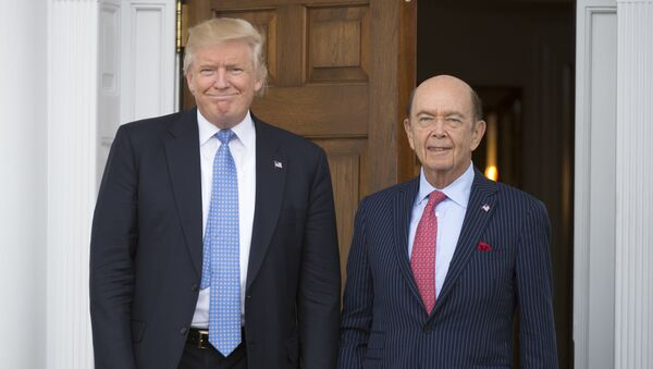 President-elect Donald Trump meets with Wilbur Ross at the clubhouse of Trump National Golf Club November 20, 2016 in Bedminster, New Jersey. - Sputnik Türkiye