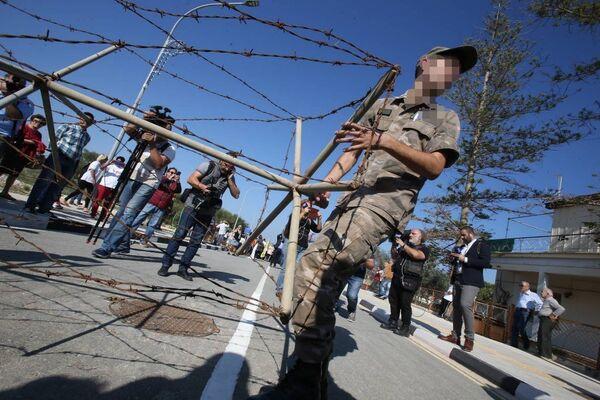 Kuzey Kıbrıs'ta açılan sınır kapıları - Sputnik Türkiye