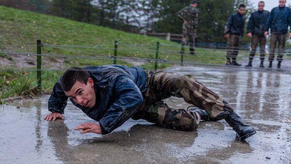 Fransa ordusundan yağmurda 'pazartesi motivasyonu' - Sputnik Türkiye