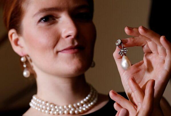 Fransa'nın son kraliçesi Marie Antoinette'e ait inci ve elmas kolye - Sputnik Türkiye