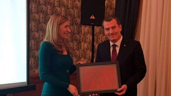Bulgaristan Turizm Bakanı Nikolina Angelkova ile Kültür ve Turizm Bakanı Yardımcısı Ömer Arısoy - Sputnik Türkiye