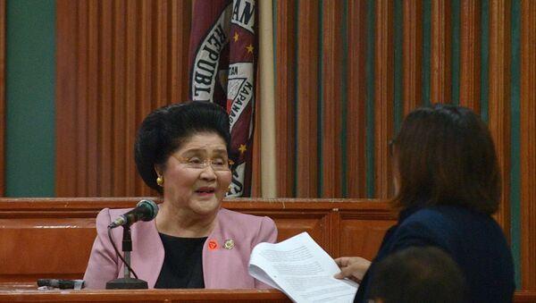 Dikta rejimi kuran Ferdinand Marcos'un yolsuzluktan suçlu bulunan eşi Imelda Marcos - Sputnik Türkiye