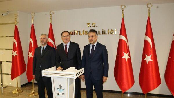 Kamu Başdenetçisi Şeref Malkoç - Bitlis Valisi Oktay Çağatay - Sputnik Türkiye