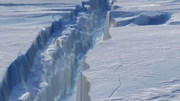 The crack in Antarctica's Pine Island Glacier - Sputnik Türkiye