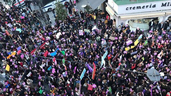 Taksim'de kadınlara müdahale - Sputnik Türkiye