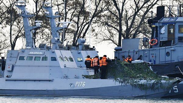 Kerç Boğazı'nı ihlal etmelerinin ardından Rusya tarafından alıkonan Ukrayna'nın 3 askeri gemisi - Sputnik Türkiye