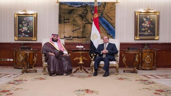Suudi Arabistan Veliaht Prensi Muhammed bin Selman ile Mısır Cumhurbaşkanı Abdulfettah el Sisi - Sputnik Türkiye