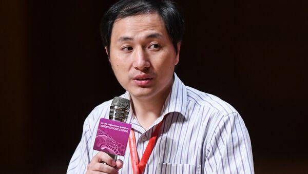 Gen değiştirme işlemi  yapan Çinli bilim insanı çalışmasını anlattı - He Jiankui - Sputnik Türkiye