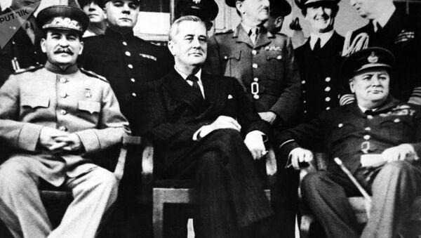 Stalin - Churchill - Sputnik Türkiye