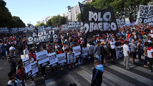 Arjantin'in başkenti Buenos Aires'de protestocular G20 zirvesine karşı yürüyüş düzenledi. - Sputnik Türkiye