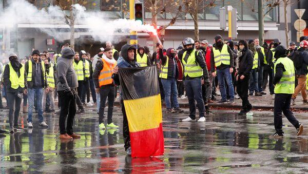 'Sarı yelekliler'in protestosu Brüksel'e sıçradı - Sputnik Türkiye