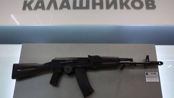 AK-74 assault rifle is sold at a newly opened store of Concern Kalashnikov at Sheremetevo Airport - Sputnik Türkiye