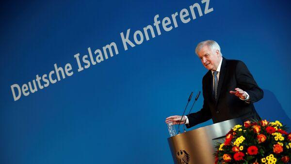 Alman İslam Konferansı- İçişleri Bakanı Horst Seehofer - Sputnik Türkiye