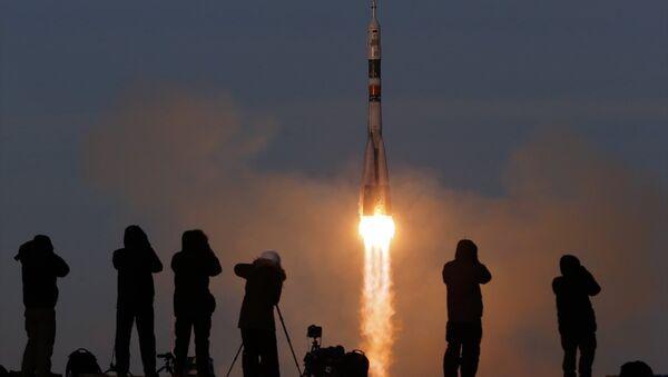 Arızadan sonra ilk kez Soyuz roketiyle insanlı uzay uçuşu gerçekleştirildi - Soyuz MS-11 - Sputnik Türkiye