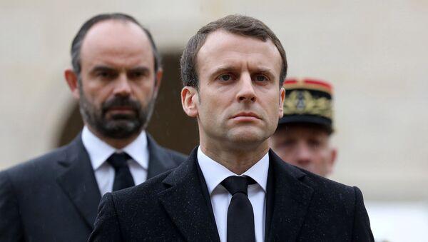 Fransa Cumhurbaşkanı Emmanuel Macron (önde) ile Başbakan Edouard Philippe - Sputnik Türkiye