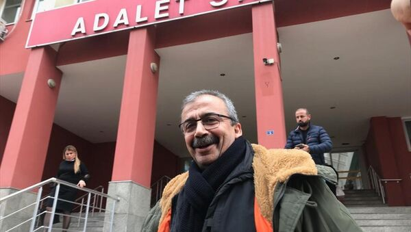 Sırrı Süreyya Önder, Ne sarf ettiysek, arkasındayız. Barış ve demokrasi kazanacak dedi. - Sputnik Türkiye