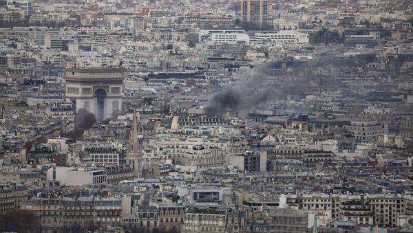 Fransa'nın başkenti Paris'te Sarı Yelekliler eylemi - Sputnik Türkiye