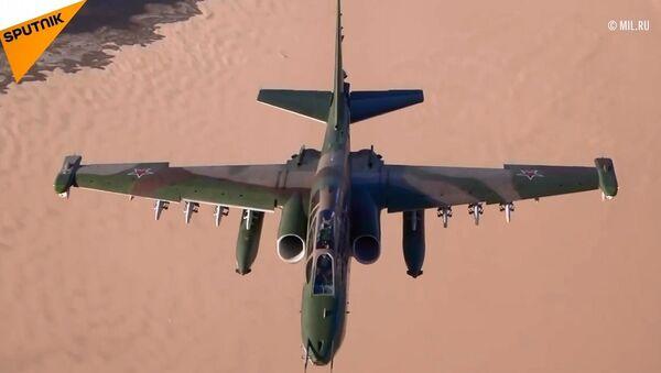 Rus savaş uçaklarının eğitim uçuşundan eşsiz görüntüler - Sputnik Türkiye