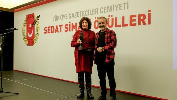 RS FM'de yayınlanan Yavuz Oğhan'dan Bidebunudinle programı, Türkiye'nin en prestijli gazetecilik ödülüne layık görüldü. - Sputnik Türkiye